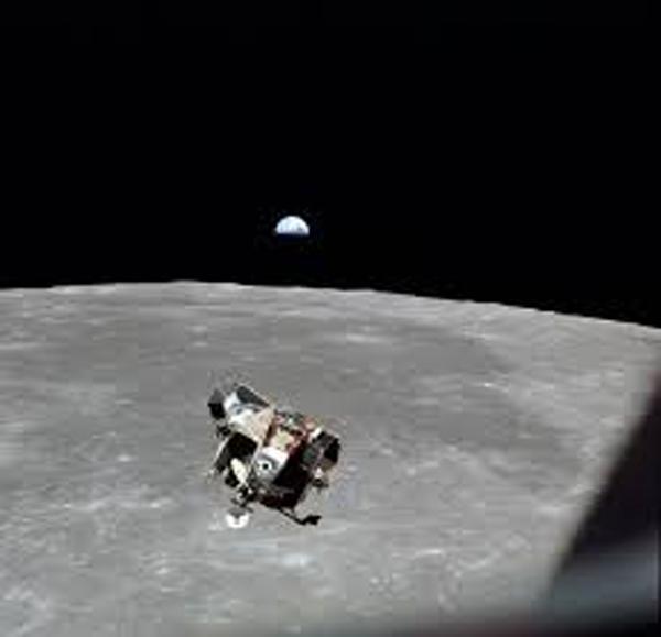 人類が初めて月に立ったアポロ11号