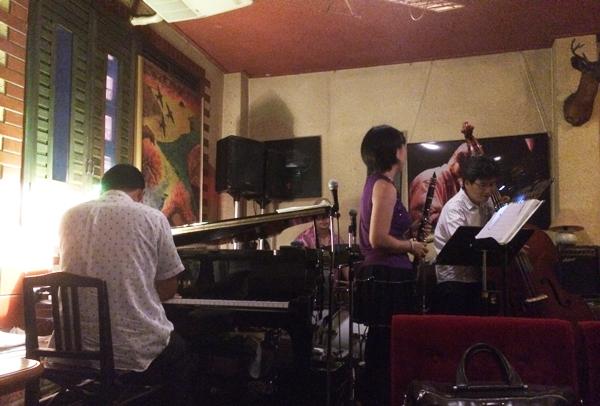 沖縄のライブハウス「寓話」のJAZZライブ