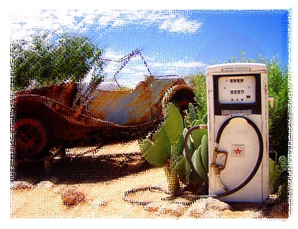 つぶれたようなガソリンスタンド、でも営業している