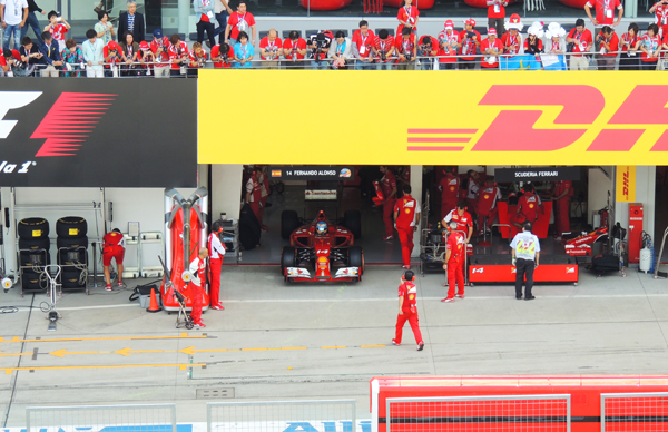 ボクの席はフェラーリのピット前 それもアロンソのピット