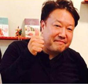 平松泰人氏