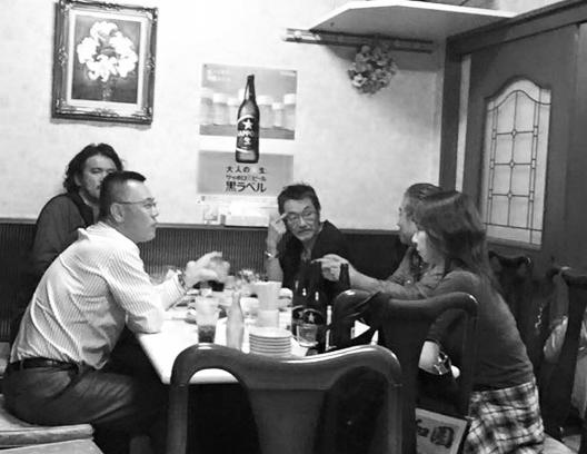 中華料理屋さんでミーティング(カベシタ君撮影)