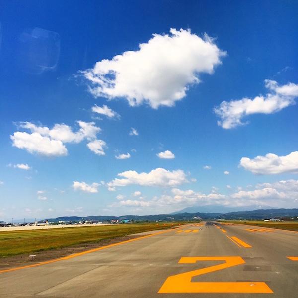 夏へと続く滑走路 仙台空港で撮影