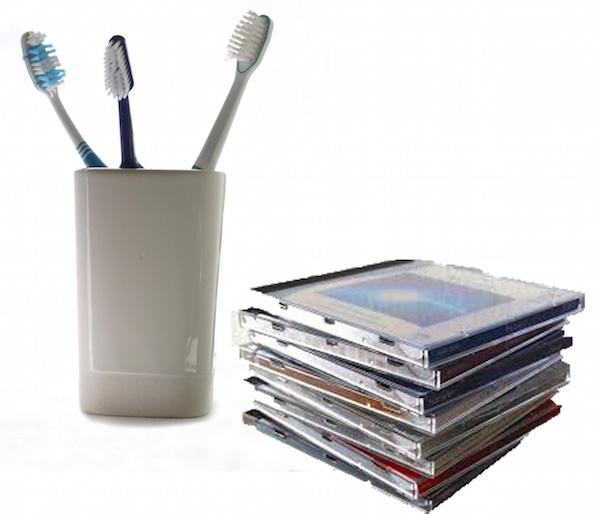 歯ブラシとCD