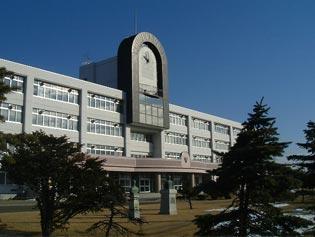 有名な建築家、毛綱毅曠さん設計の湖陵高校校舎