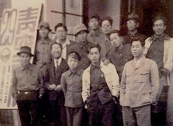 若い頃の父(中央白いジャケット) 釧路美術協会の立ち上げの時らしい