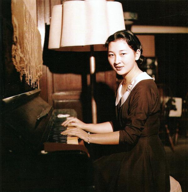 Wikipedia「皇后美智子」より 1958年の美智子さま