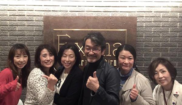 セミナーの時に女性塾生さんと撮影 左から3人目が中村ゆかりさん