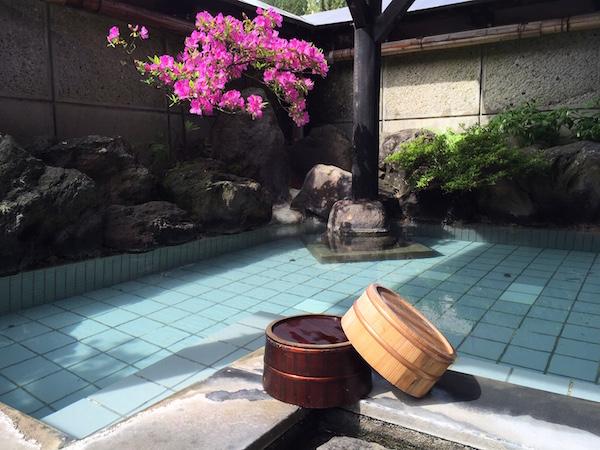『登府屋旅館』の露天風呂 いい湯です