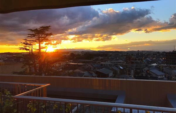 僕の部屋から見た夕日